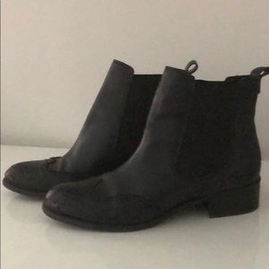 BLACK LEATHER CHELSEA WING TIPPED ANKLE BOOTS